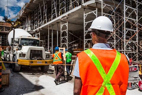De verplichte burgerlijke beroepsaansprakelijkheids-verzekering voor professionele dienstverleners in de bouwsector